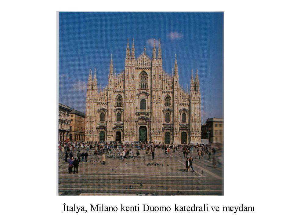İtalya, Milano kenti Duomo katedrali ve meydanı