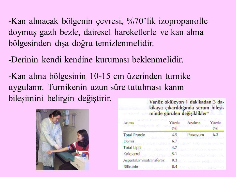 -Kan alınacak bölgenin çevresi, %70'lik izopropanolle doymuş gazlı bezle, dairesel hareketlerle ve kan alma bölgesinden dışa doğru temizlenmelidir.