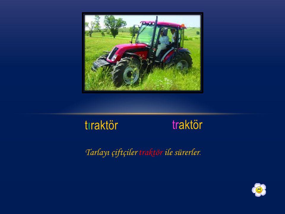 tıraktör traktör Tarlayı çiftçiler traktör ile sürerler.