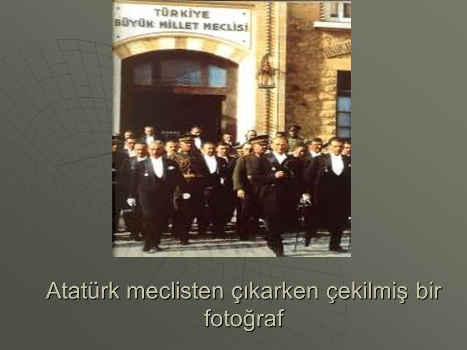 Atatürk meclisten çıkarken çekilmiş bir fotoğraf