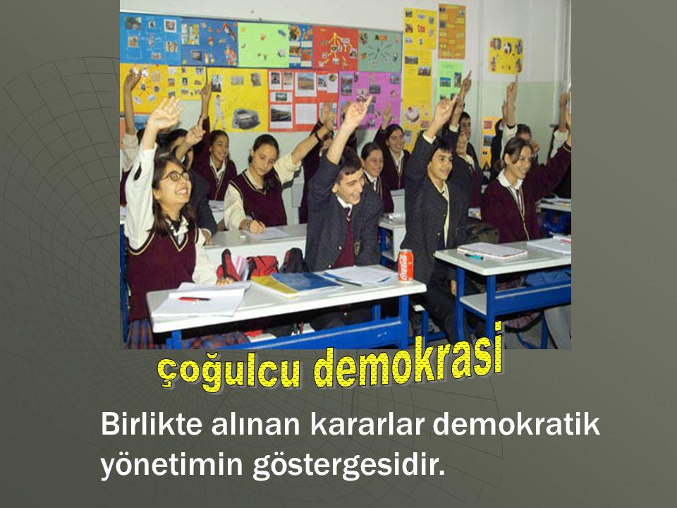 çoğulcu demokrasi Birlikte alınan kararlar demokratik yönetimin göstergesidir.