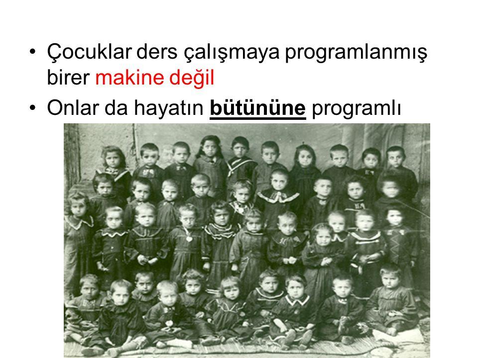 Çocuklar ders çalışmaya programlanmış birer makine değil