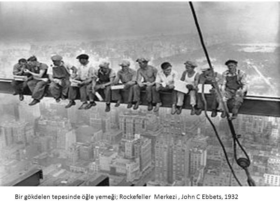 Bir gökdelen tepesinde öğle yemeği; Rockefeller Merkezi , John C Ebbets, 1932