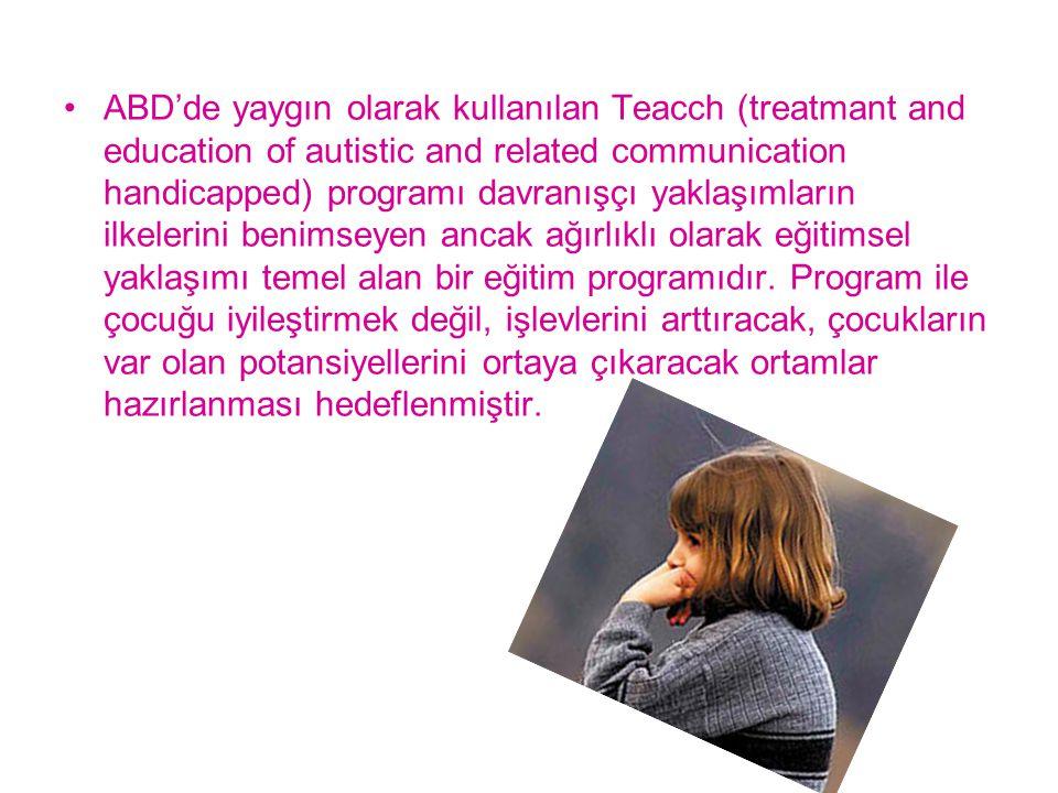 ABD'de yaygın olarak kullanılan Teacch (treatmant and education of autistic and related communication handicapped) programı davranışçı yaklaşımların ilkelerini benimseyen ancak ağırlıklı olarak eğitimsel yaklaşımı temel alan bir eğitim programıdır.