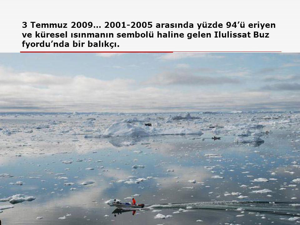 3 Temmuz 2009… 2001-2005 arasında yüzde 94'ü eriyen ve küresel ısınmanın sembolü haline gelen Ilulissat Buz fyordu'nda bir balıkçı.