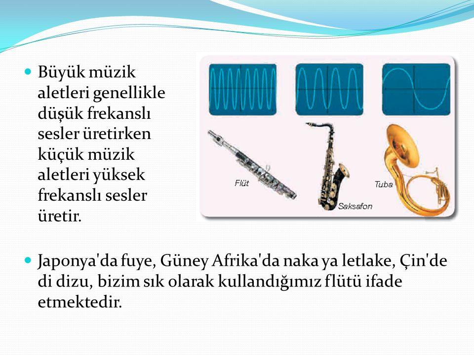 Büyük müzik aletleri genellikle düşük frekanslı sesler üretirken küçük müzik aletleri yüksek frekanslı sesler üretir.
