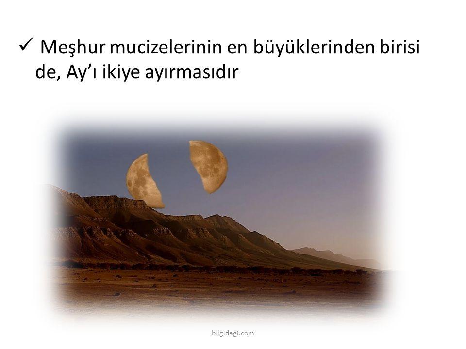 Meşhur mucizelerinin en büyüklerinden birisi de, Ay'ı ikiye ayırmasıdır