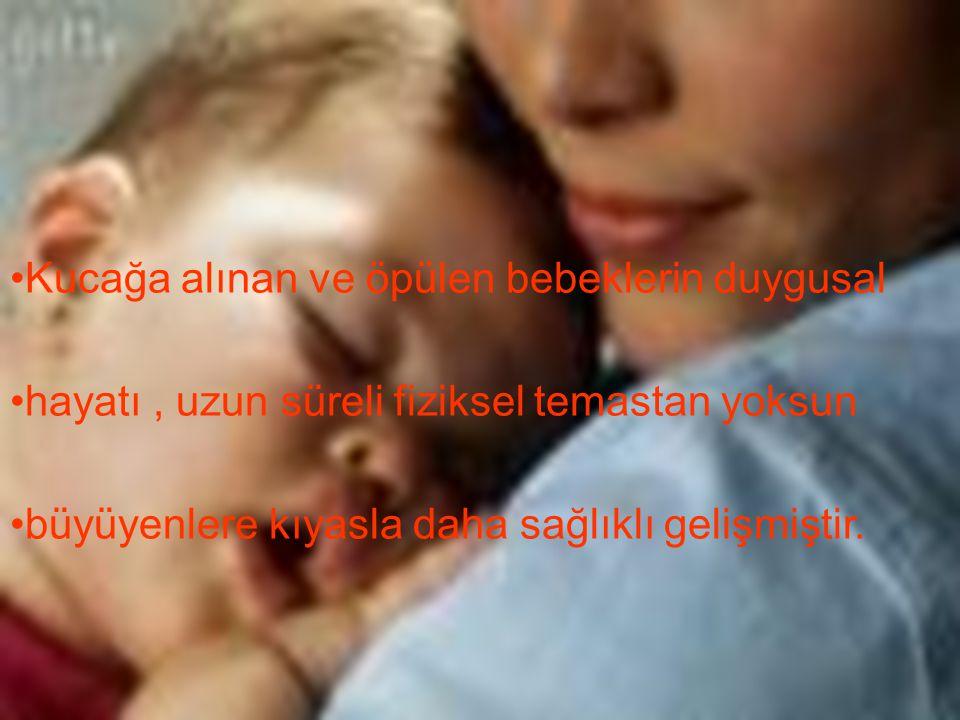 Kucağa alınan ve öpülen bebeklerin duygusal