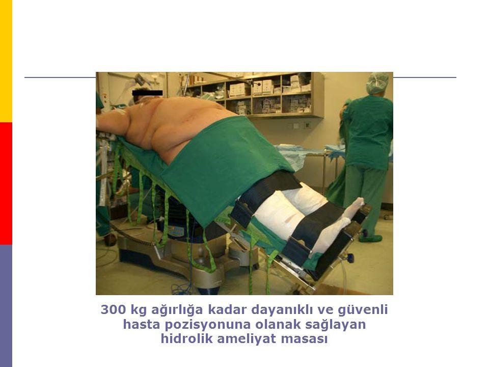 300 kg ağırlığa kadar dayanıklı ve güvenli hasta pozisyonuna olanak sağlayan hidrolik ameliyat masası
