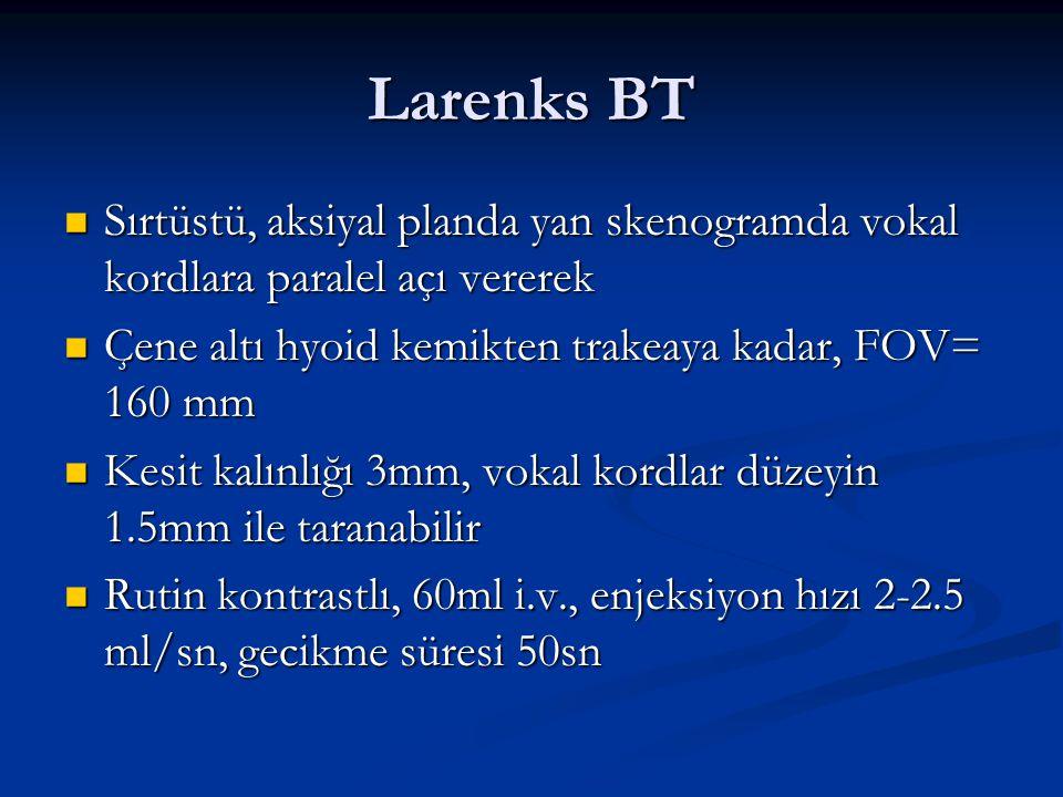 Larenks BT Sırtüstü, aksiyal planda yan skenogramda vokal kordlara paralel açı vererek. Çene altı hyoid kemikten trakeaya kadar, FOV= 160 mm.