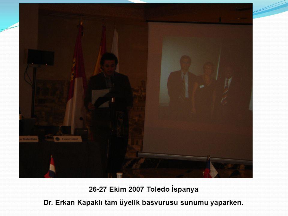 Dr. Erkan Kapaklı tam üyelik başvurusu sunumu yaparken.