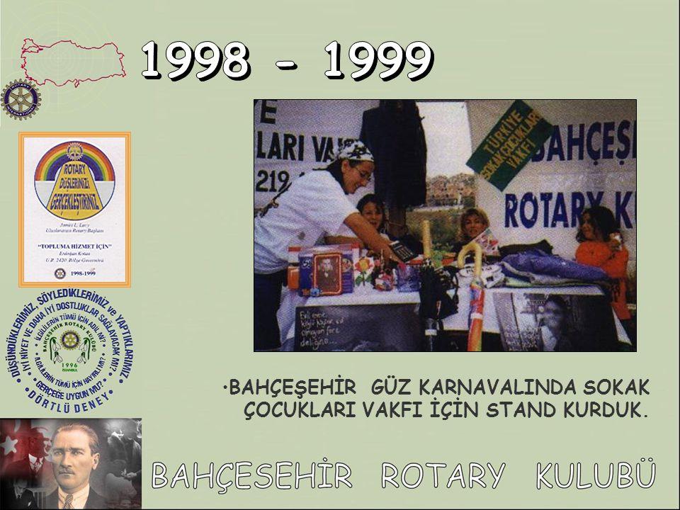 1998 - 1999 BAHÇEŞEHİR GÜZ KARNAVALINDA SOKAK ÇOCUKLARI VAKFI İÇİN STAND KURDUK.