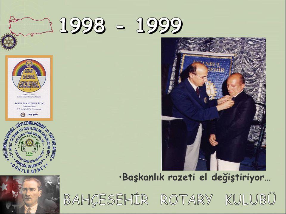 1998 - 1999 Başkanlık rozeti el değiştiriyor…