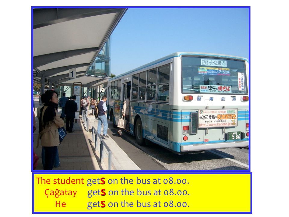 The student getS on the bus at 08.00.