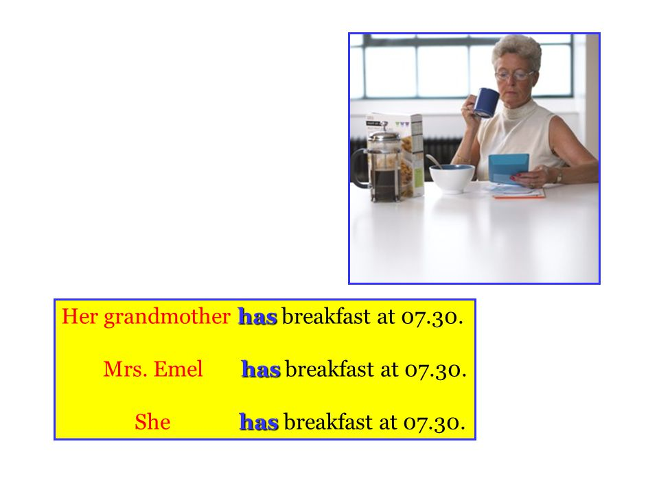 Her grandmother has breakfast at 07.30.