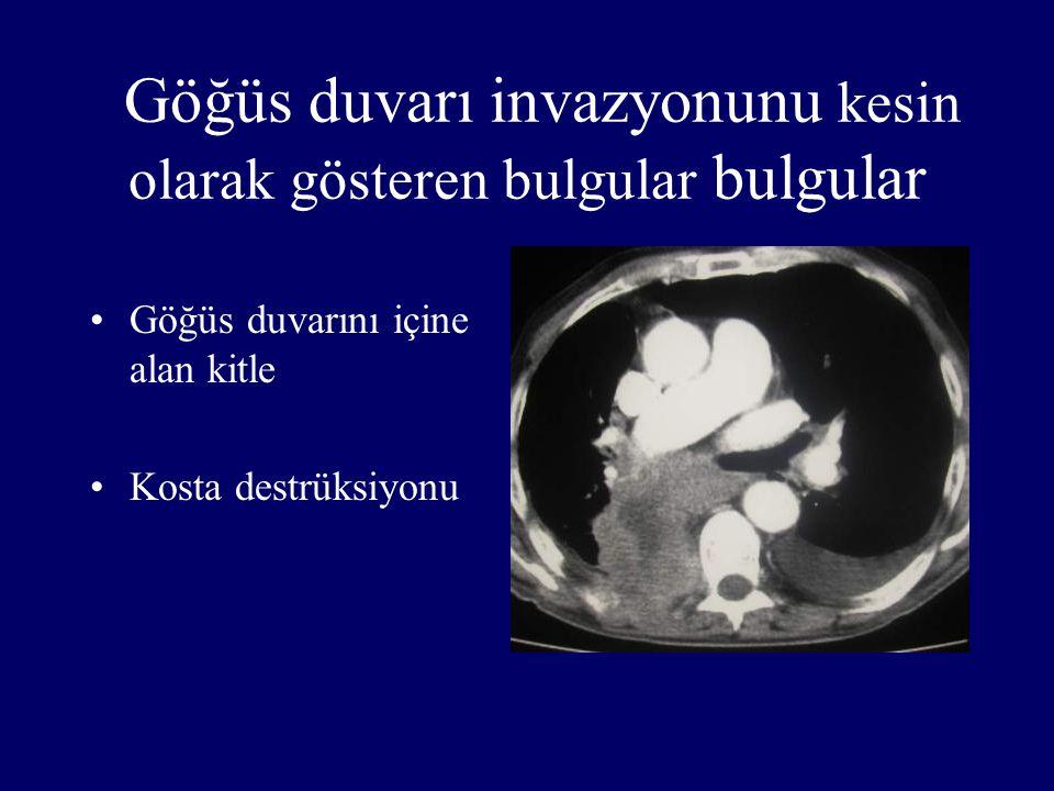 Göğüs duvarı invazyonunu kesin olarak gösteren bulgular bulgular
