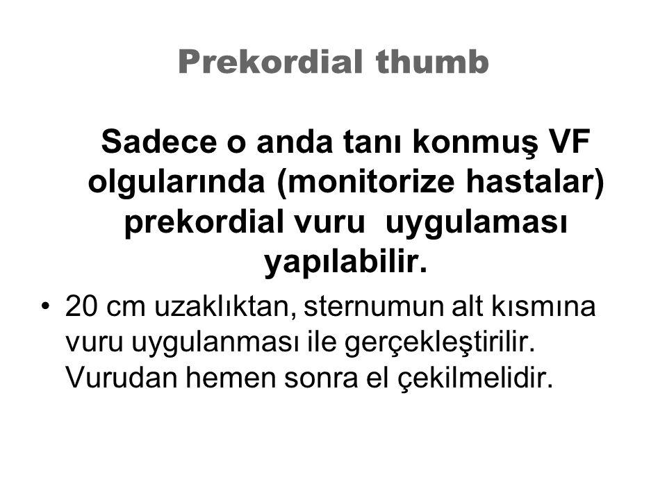 Prekordial thumb Sadece o anda tanı konmuş VF olgularında (monitorize hastalar) prekordial vuru uygulaması yapılabilir.