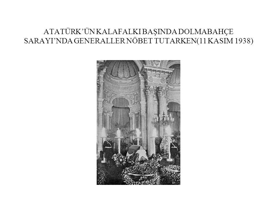 ATATÜRK'ÜN KALAFALKI BAŞINDA DOLMABAHÇE SARAYI'NDA GENERALLER NÖBET TUTARKEN(11 KASIM 1938)
