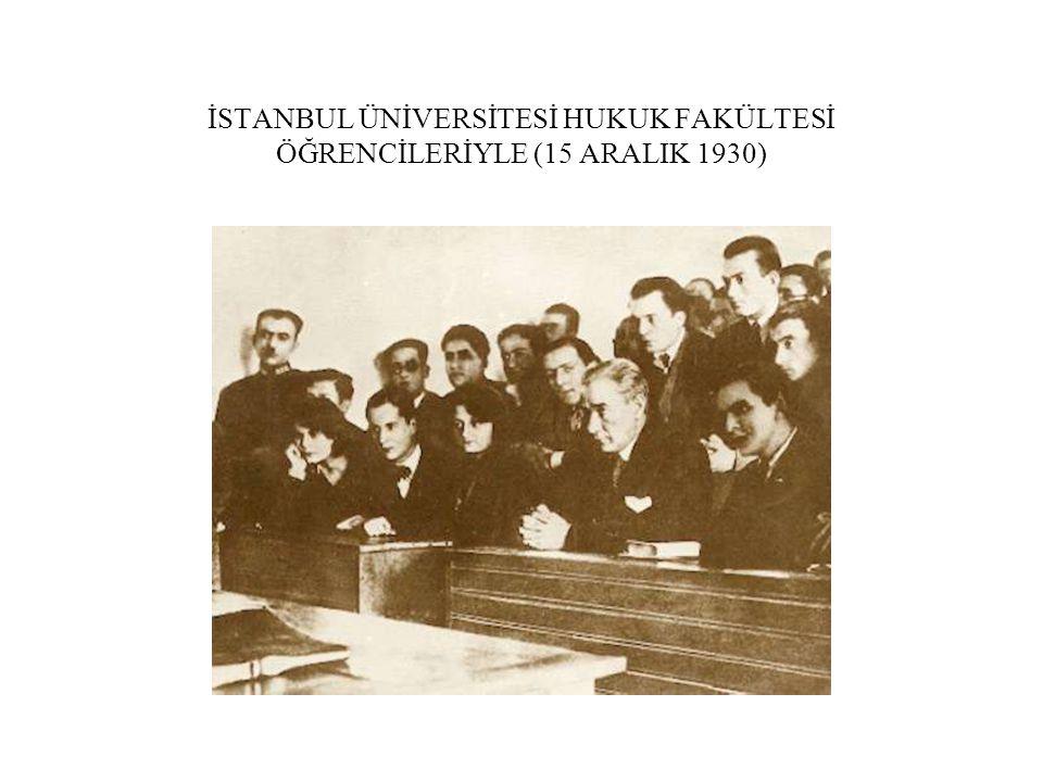 İSTANBUL ÜNİVERSİTESİ HUKUK FAKÜLTESİ ÖĞRENCİLERİYLE (15 ARALIK 1930)