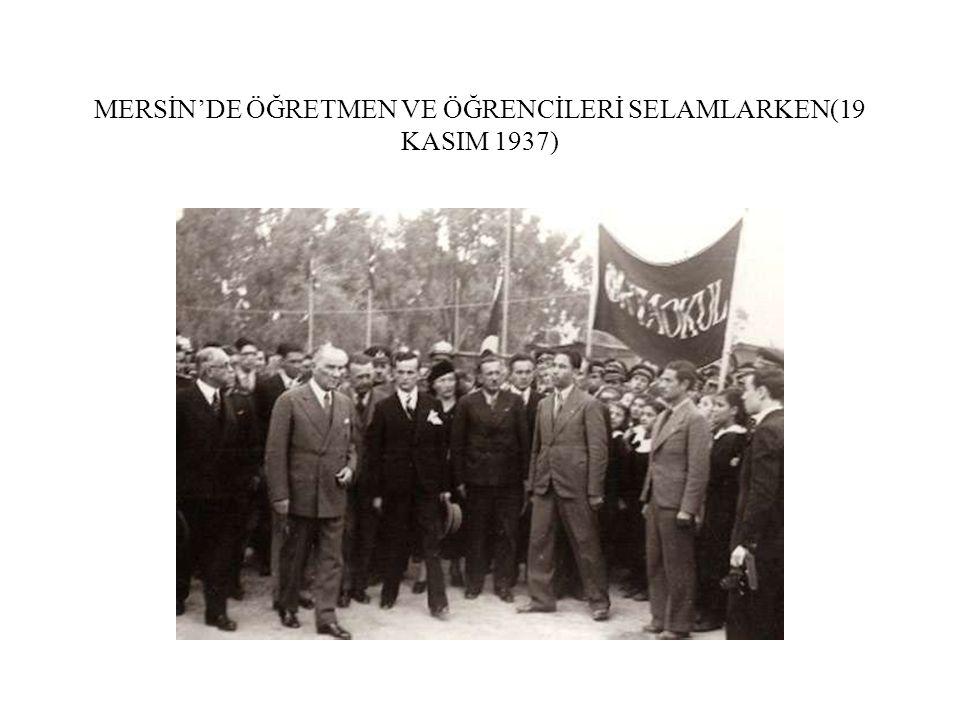 MERSİN'DE ÖĞRETMEN VE ÖĞRENCİLERİ SELAMLARKEN(19 KASIM 1937)