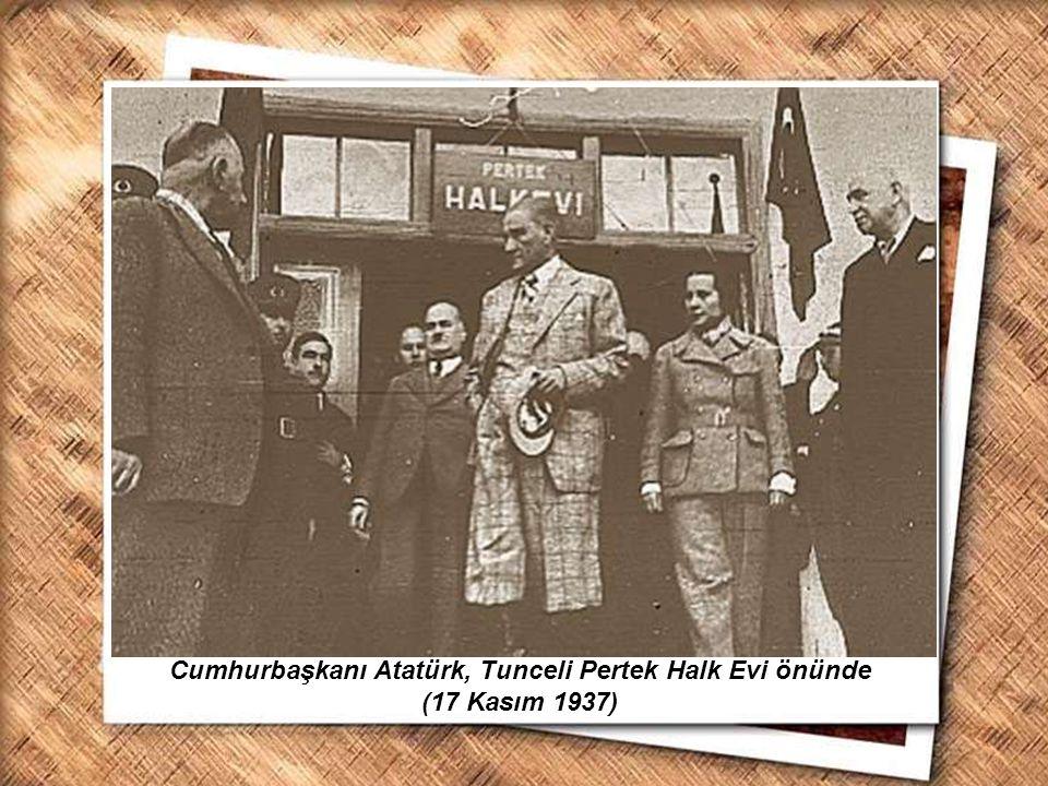 Cumhurbaşkanı Atatürk, Tunceli Pertek Halk Evi önünde (17 Kasım 1937)