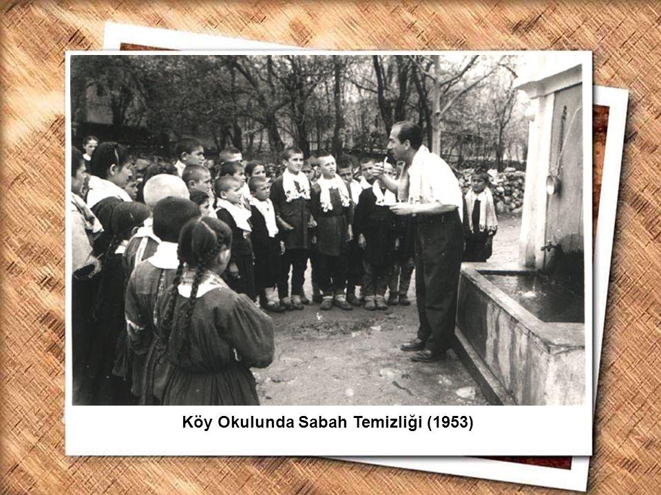Köy Okulunda Sabah Temizliği (1953)