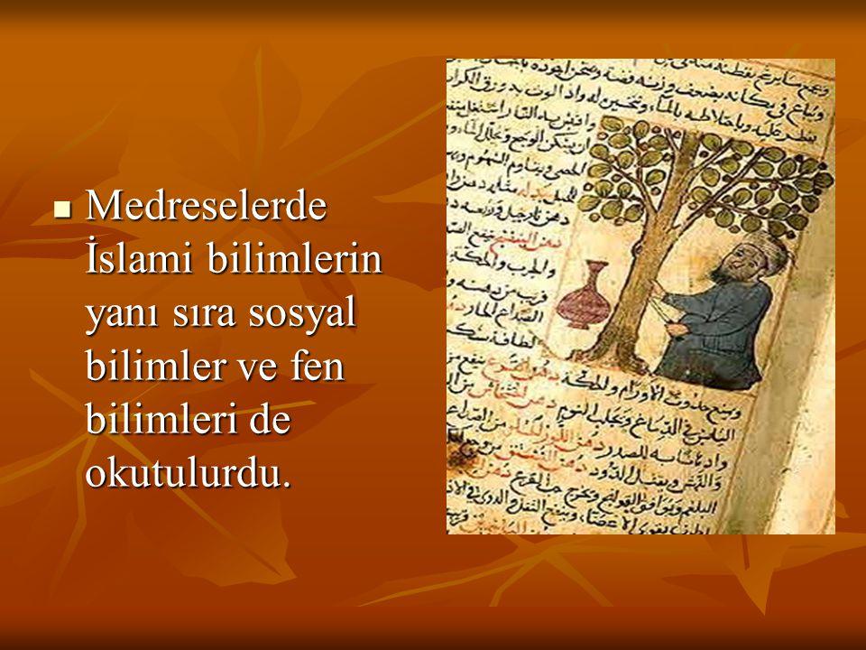 Medreselerde İslami bilimlerin yanı sıra sosyal bilimler ve fen bilimleri de okutulurdu.