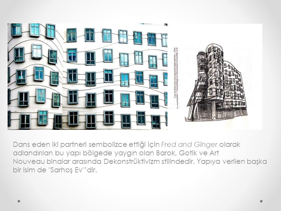 Dans eden iki partneri sembolizce ettiği için Fred and Ginger olarak adlandırılan bu yapı bölgede yaygın olan Barok, Gotik ve Art Nouveau binalar arasında Dekonstrüktivizm stilindedir.