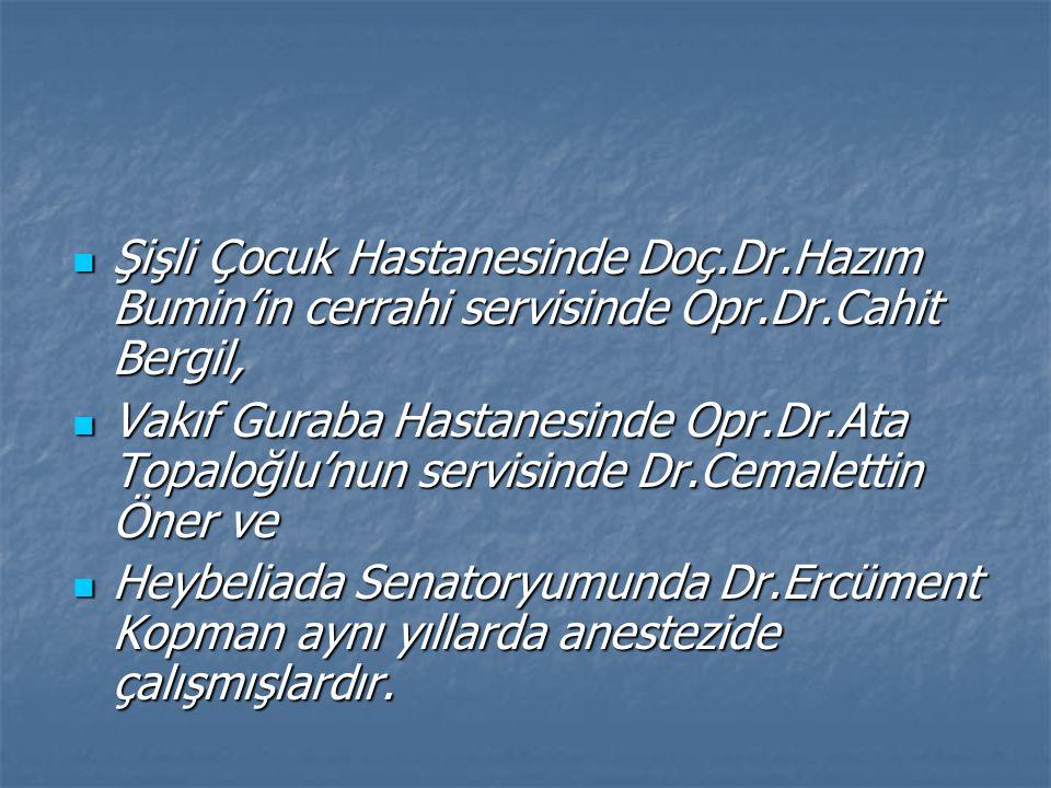 Şişli Çocuk Hastanesinde Doç.Dr.Hazım Bumin'in cerrahi servisinde Opr.Dr.Cahit Bergil,