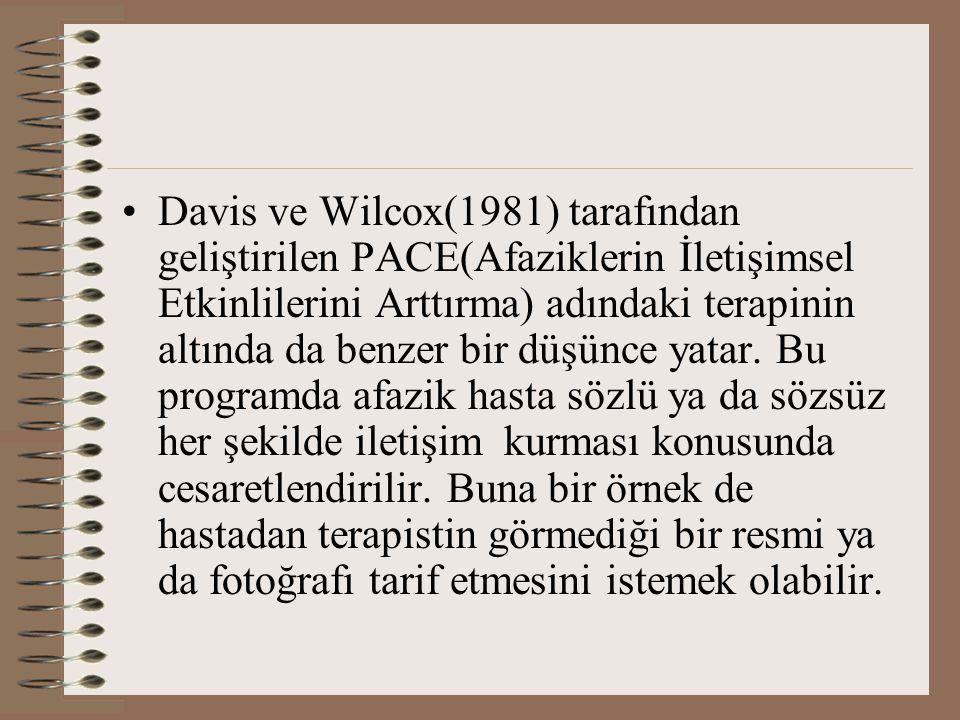 Davis ve Wilcox(1981) tarafından geliştirilen PACE(Afaziklerin İletişimsel Etkinlilerini Arttırma) adındaki terapinin altında da benzer bir düşünce yatar.
