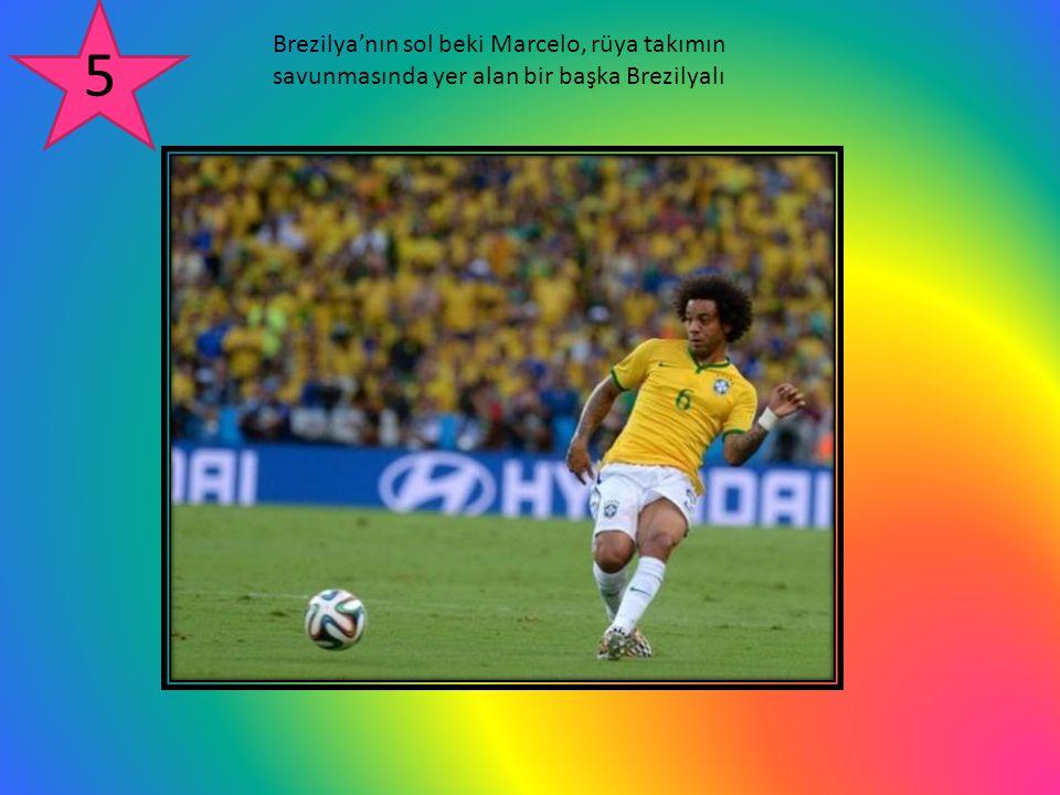 Brezilya'nın sol beki Marcelo, rüya takımın savunmasında yer alan bir başka Brezilyalı