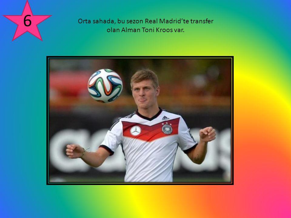 6 Orta sahada, bu sezon Real Madrid'te transfer olan Alman Toni Kroos var.