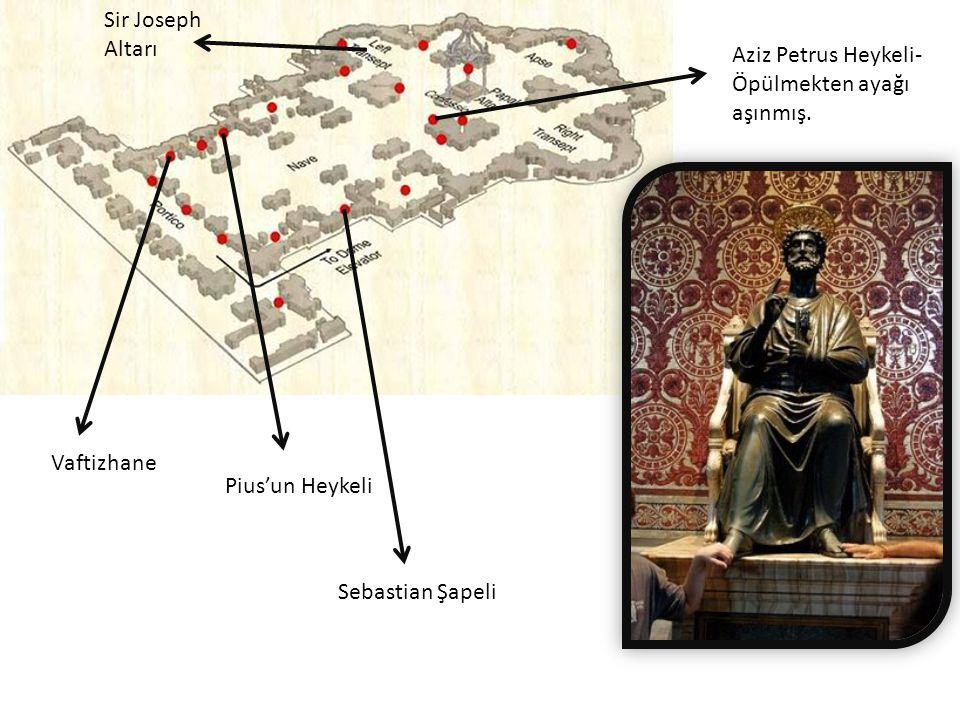 Sir Joseph Altarı Aziz Petrus Heykeli-Öpülmekten ayağı aşınmış.