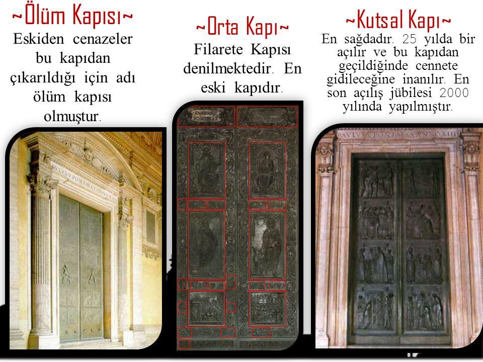 Filarete Kapısı denilmektedir. En eski kapıdır.
