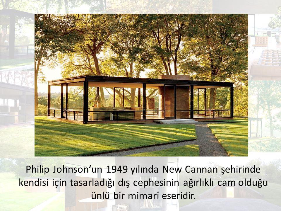 Philip Johnson'un 1949 yılında New Cannan şehirinde kendisi için tasarladığı dış cephesinin ağırlıklı cam olduğu ünlü bir mimari eseridir.