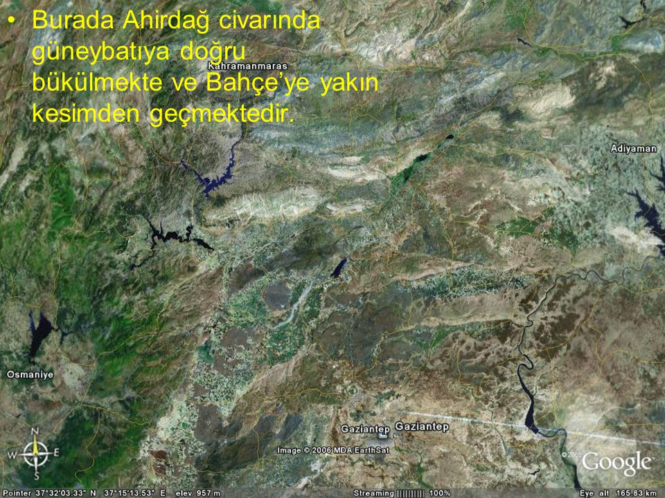 Burada Ahirdağ civarında güneybatıya doğru bükülmekte ve Bahçe'ye yakın kesimden geçmektedir.