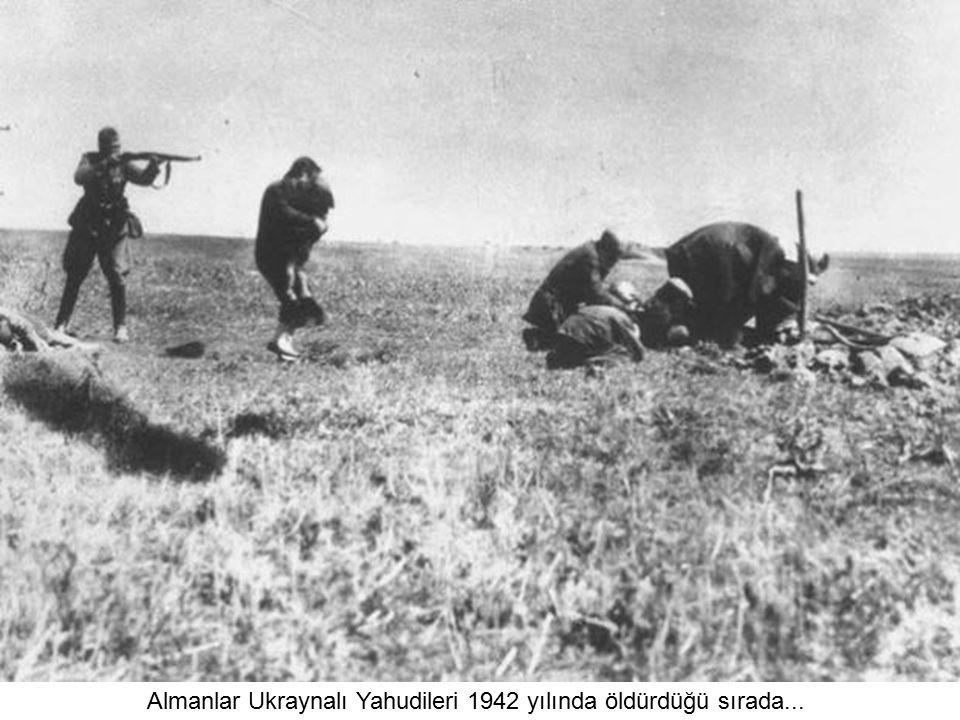 Almanlar Ukraynalı Yahudileri 1942 yılında öldürdüğü sırada...
