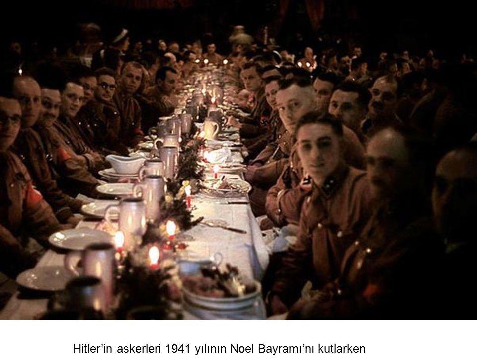 Hitler'in askerleri 1941 yılının Noel Bayramı'nı kutlarken