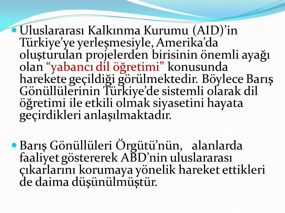 Uluslararası Kalkınma Kurumu (AID)'in Türkiye'ye yerleşmesiyle, Amerika'da oluşturulan projelerden birisinin önemli ayağı olan yabancı dil öğretimi konusunda harekete geçildiği görülmektedir. Böylece Barış Gönüllülerinin Türkiye'de sistemli olarak dil öğretimi ile etkili olmak siyasetini hayata geçirdikleri anlaşılmaktadır.