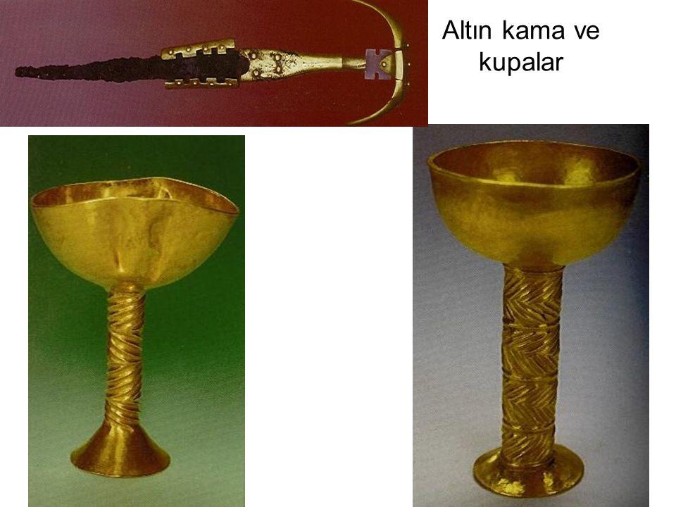 Altın kama ve kupalar