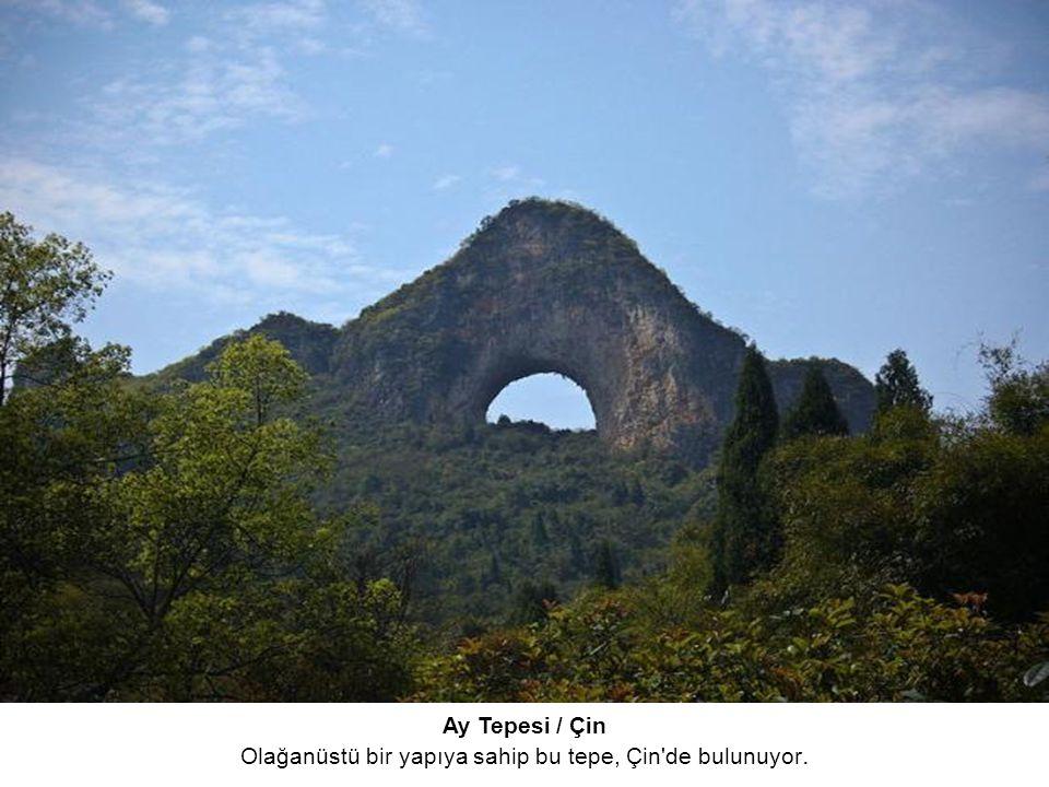 Olağanüstü bir yapıya sahip bu tepe, Çin de bulunuyor.