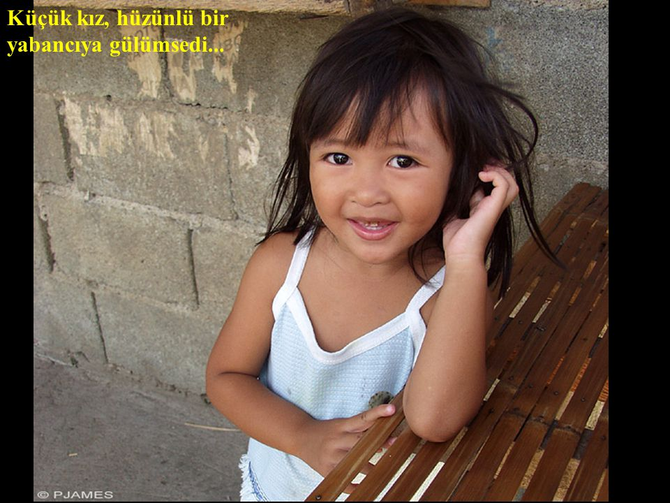 Küçük kız, hüzünlü bir yabancıya gülümsedi...