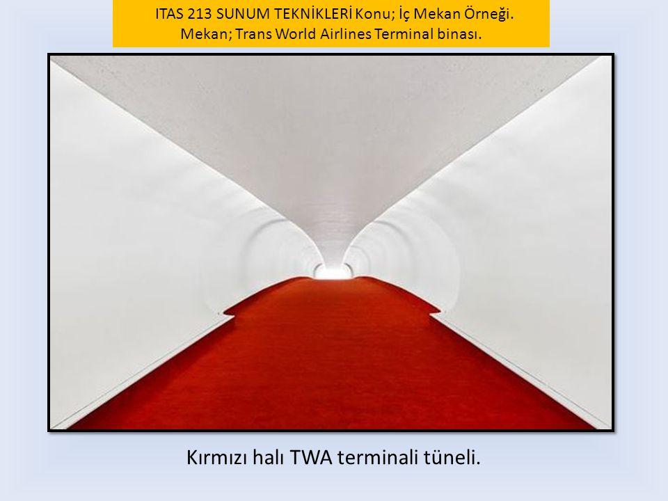 Kırmızı halı TWA terminali tüneli.