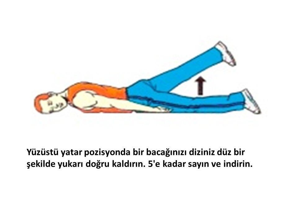 Yüzüstü yatar pozisyonda bir bacağınızı diziniz düz bir şekilde yukarı doğru kaldırın.
