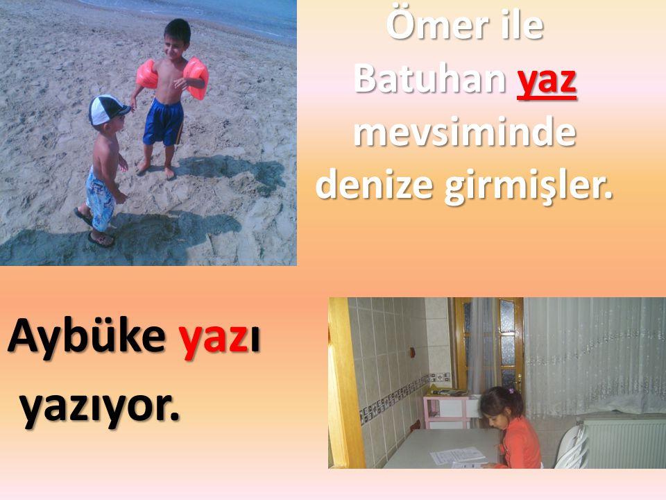 Ömer ile Batuhan yaz mevsiminde denize girmişler.