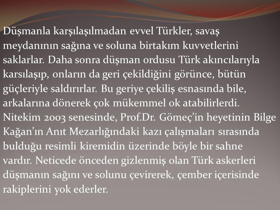 Düşmanla karşılaşılmadan evvel Türkler, savaş meydanının sağına ve soluna birtakım kuvvetlerini saklarlar.