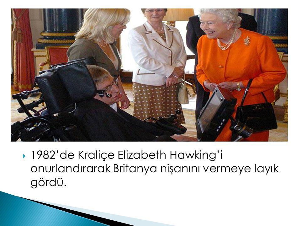1982'de Kraliçe Elizabeth Hawking'i onurlandırarak Britanya nişanını vermeye layık gördü.