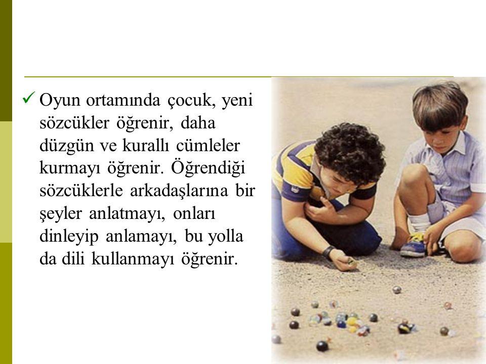 Oyun ortamında çocuk, yeni sözcükler öğrenir, daha düzgün ve kurallı cümleler kurmayı öğrenir.