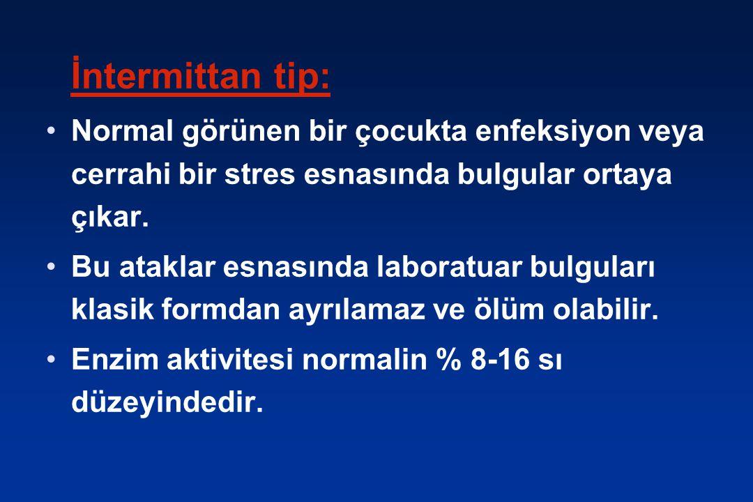 İntermittan tip: Normal görünen bir çocukta enfeksiyon veya cerrahi bir stres esnasında bulgular ortaya çıkar.
