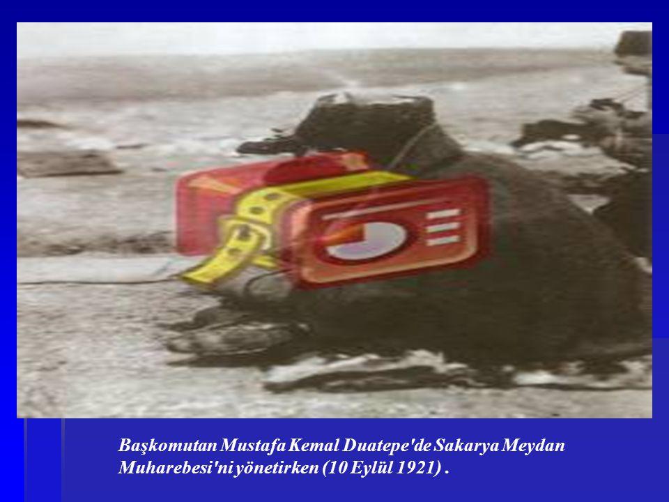 Başkomutan Mustafa Kemal Duatepe de Sakarya Meydan Muharebesi ni yönetirken (10 Eylül 1921) .